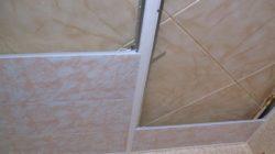 Делаем потолок используя панели ПВХ