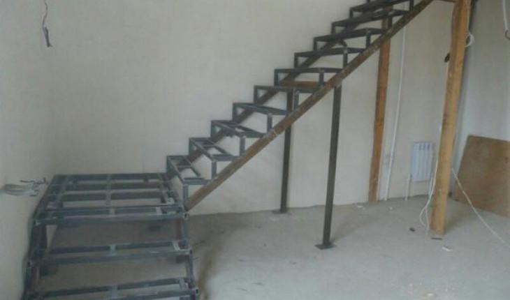 Строим металлическую лестницу
