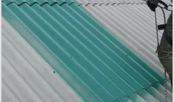 Покрываем краской крышу из шифера
