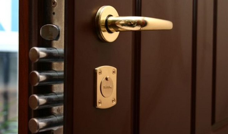 Выбраем надежные и качественные двери