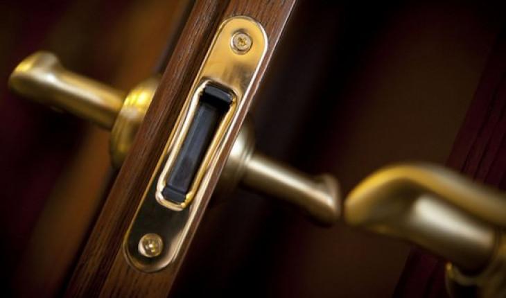 Меняем межкомнатные двери у себя в квартире