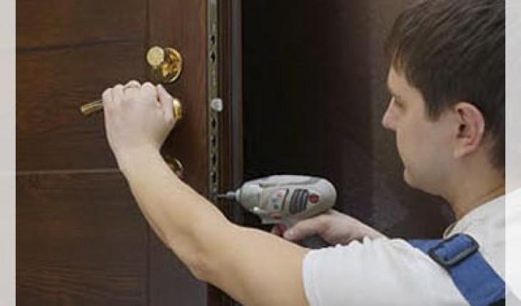 О способах ремонта межкомнатных дверей