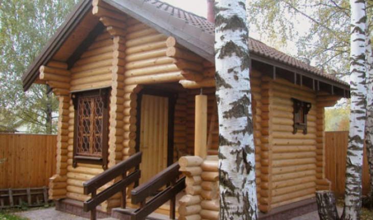Деревянный дом и деревянная баня