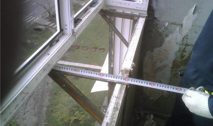 Ремонт пластиковых окон и остекления балкона.