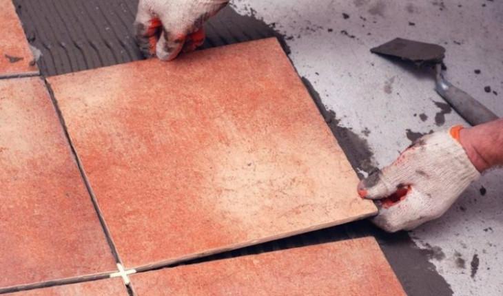 Правила и особенности укладки плитки на пол