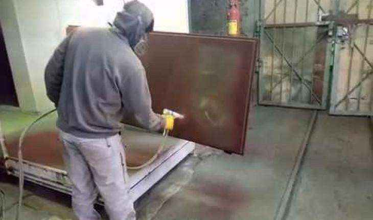 Как покрасить металлические двери