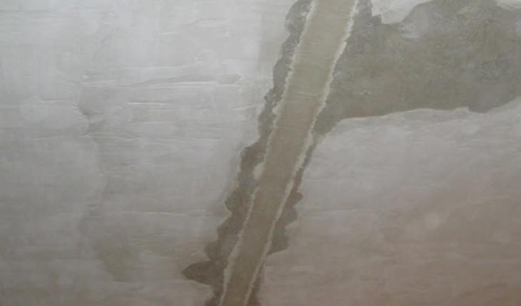 Как заделать трещины на стенах и потолке
