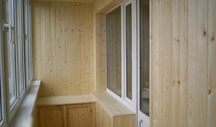 Достоинства при отделке балкона вагонкой