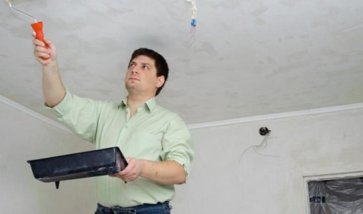 Как смыть старую побелку с потолка