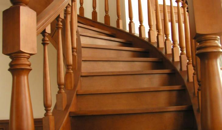 Особенности и тонкости выбора деревянных лестниц