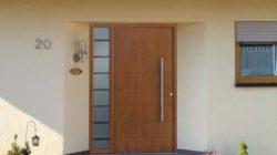 Установка и обработка деревянных входных дверей