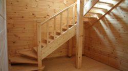 Простая конструкция деревянной лестницы на второй этаж