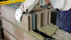 Преимущества керамзитобетонных блоков перед другими строительными материалами