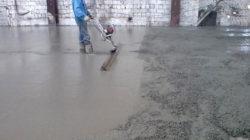 Процесс укладки бетонной смеси