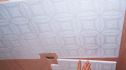 Как приклеить плитку на потолок своими руками
